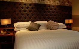 superior kingsize Room ensuite - The royal hotel coockstown