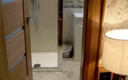 superior kingsize Room shower - The royal hotel coockstown